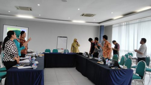 Trainer Motivasi Surabaya, Pembicara Seminar Wanita Gresik Karlin