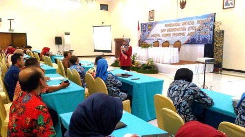 Motivator Surabaya Wanita Perempuan